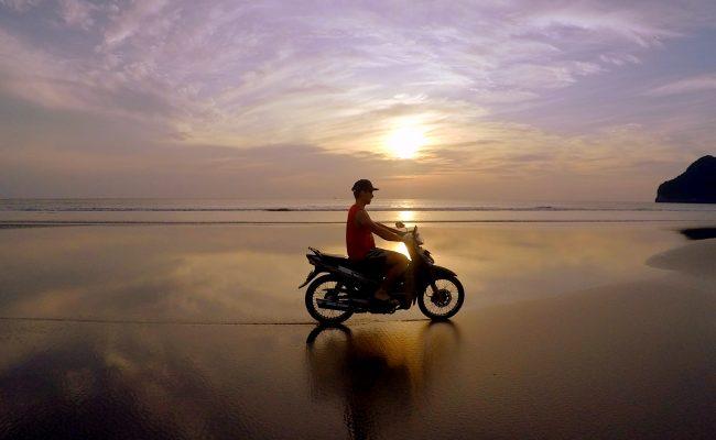 Wojti na motorze w Aceh